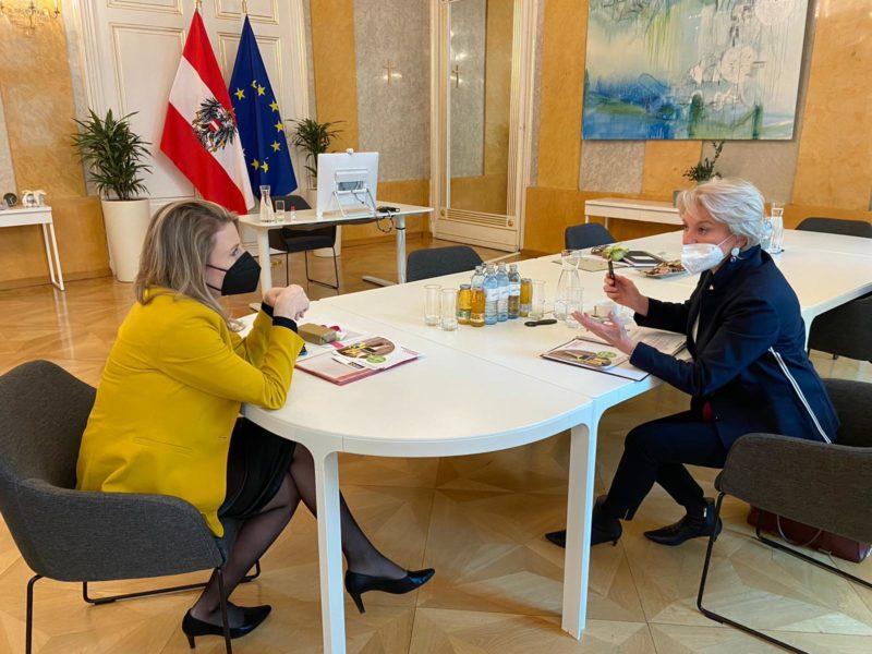 Brigitte Maria Gruber bei der Frauenministerin Susanne Raab